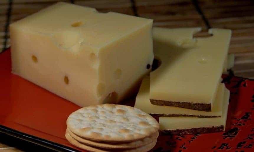 גבינה אמנטל