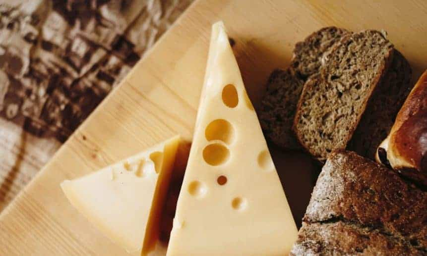 גבינה צהובה גוש החלב