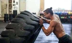 ממש לא רק שרירים: הקשר בין הכוח הפיזי לכוח המנטלי