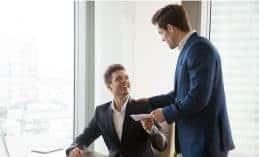 איך יורדים במשקל בעבודה משרדית